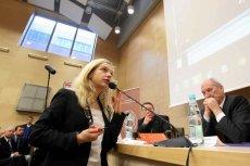 """Małgorzata Wassermann podczas konferencji: """"Katastrofa smoleńska w świetle wyników najnowszych badań naukowych""""."""