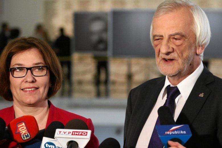 """Beata Mazurek i Ryszard Terlecki – """"Fakt"""" nazwał ich najszczęśliwszą parą w Sejmie ze względu na zarobki wicemarszałków."""