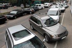 Po wejściu w życie nowych przepisów wszystkie te auta zostałyby odholowane na koszt właściciela.