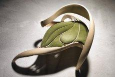 Fotel z kolekcji Enignum. Zdjęcia dzięki uprzejmości studia [url=http://www.josephwalshstudio.com/] Joseph Walsh [/url]