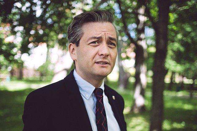 Najnowsze badanie sympatii politycznych Polaków wskazuje, że Robert Biedroń ma szansę zawalczyć o prezydenturę w sposób nieco podobny do Emmanuela Macrona.