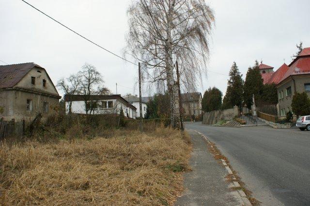Coraz częstrzy obraz we wsiach wyludniajacych sie regionów -pustostany dewastujące przestrzeń i obniżające cenę nieruchomości.