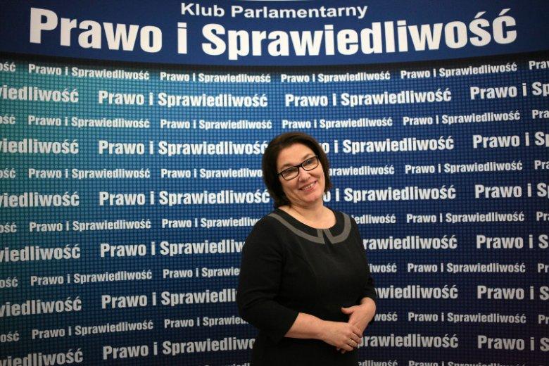 Beata Mazurek jest bohaterką polskiego internetu. Hasztag #MazurekRozumie podbija sieć.