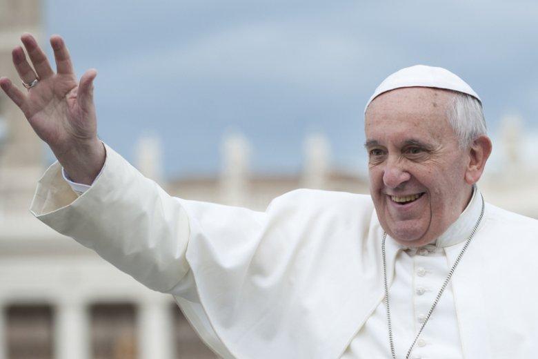 Papież Franciszek wywołał w Kościele kolejną falę dyskusji na temat miejsca rozwodników pośród kościelnej wspólnoty.