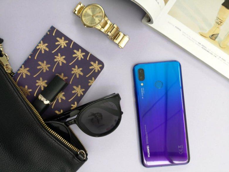 Huawei Nova 3 na wyposażeniu torebki?  Zdecydowanie się przyda