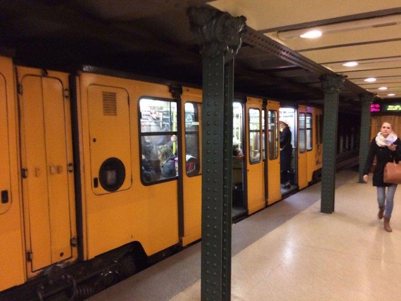 Budapesztańskie metro. Bardzo stylowe.