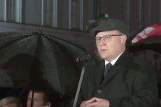 Wojewoda Mazowiecki Zdzisław Sipiera podczas miesięcznicy smoleńskiej. Powiedział wtedy o dekomunizacji nazw ulic w Warszawie.