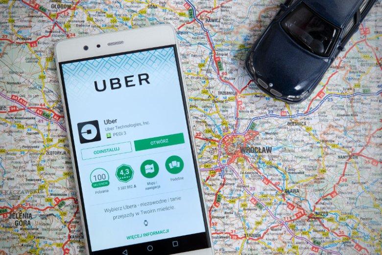 Zamówienie przejazdu Uberem jest proste, wystarczy do tego smartfon i konto bankowe.