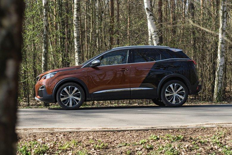 Masywna bryła auta sprawia, że Peugeot 3008 wygląda na trochę większy niż jest.