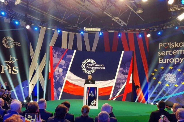 Jarosław Kaczyński obiecał podczas konwencji PiS m.in. 500+ na pierwsze dziecko.