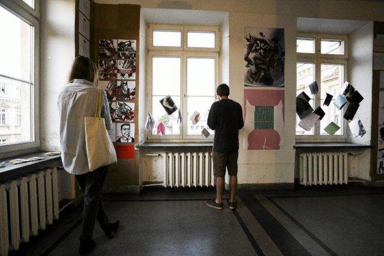 Wystawa prac dyplomowych studentów Akademii Sztuk Pięknych w Warszawie.