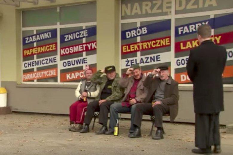 """Na wsi ksiądz to jest ktoś. Jak w serialu """"Ranczo""""."""