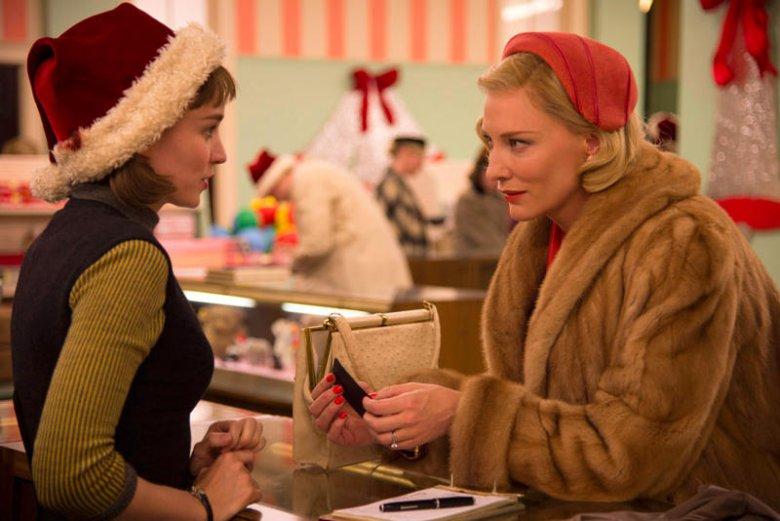 Carol i Therese spotkały się po raz pierwszy i obie chcą zrobić na sobie wrażenie.
