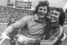 Tomaszewski i Kasperczak po zdobyciu srebrnego medalu na mistrzostwach świata w 1974 roku