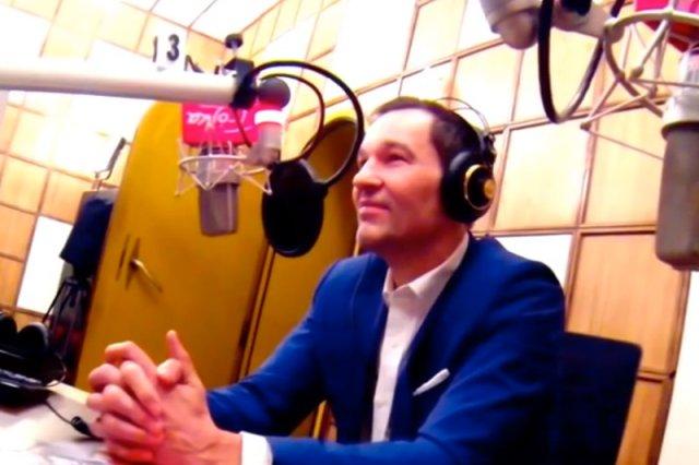"""Kuba Strzyczkowski i Michał Olszański tymczasowo zastąpią Roberta Kantereita na antenie Trójki w popołudniowej audycji """"Zapraszamy do Trójki""""."""