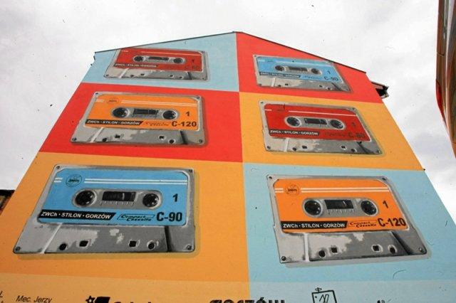 Zwycięski konkursowy mural przedstawiający kasetę stilonowską w Gorzowie