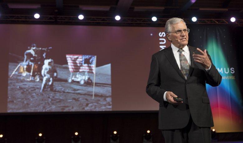 Harrison Schmitt podczas wykładu na festiwalu Starmus