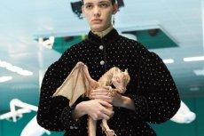 Projektanci mody każdego roku zaskakują niezwykłymi pomysłami. Smok zamiast torebki? Czemu nie