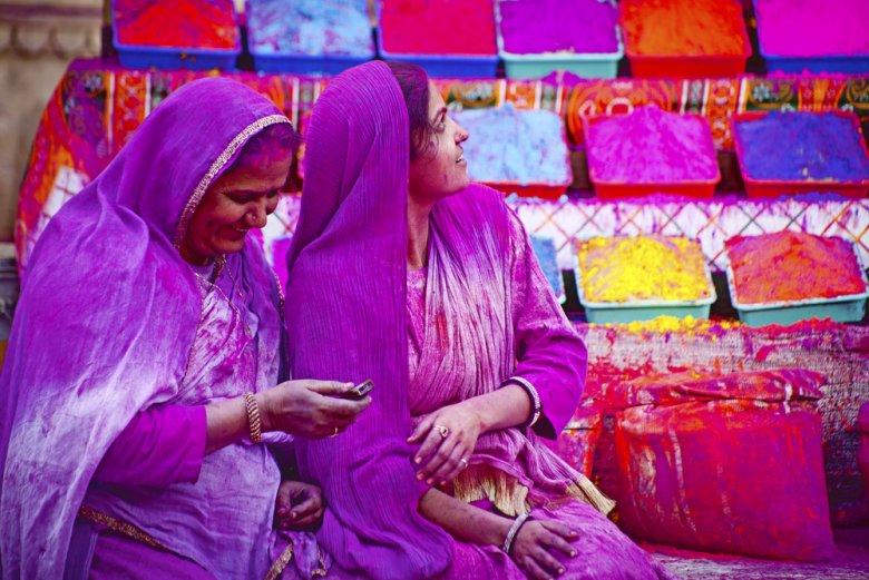 [url=http://shutr.bz/1cqDYKJ] Kobiety sprzedające kolorowe proszki na święto Holi [/url]