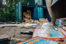 Nad Wisłą niedaleko Bulwarów Wiślanych znaleźliśmy tajemnicze kontenery.