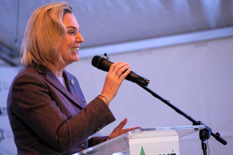 Senator Anders częściej niż na Podlasiu– skąd zdobyła mandat – bywa w USA albo w Wielkiej Brytanii. W izbie wyższej parlamentu też nie grzeszy aktywnością.