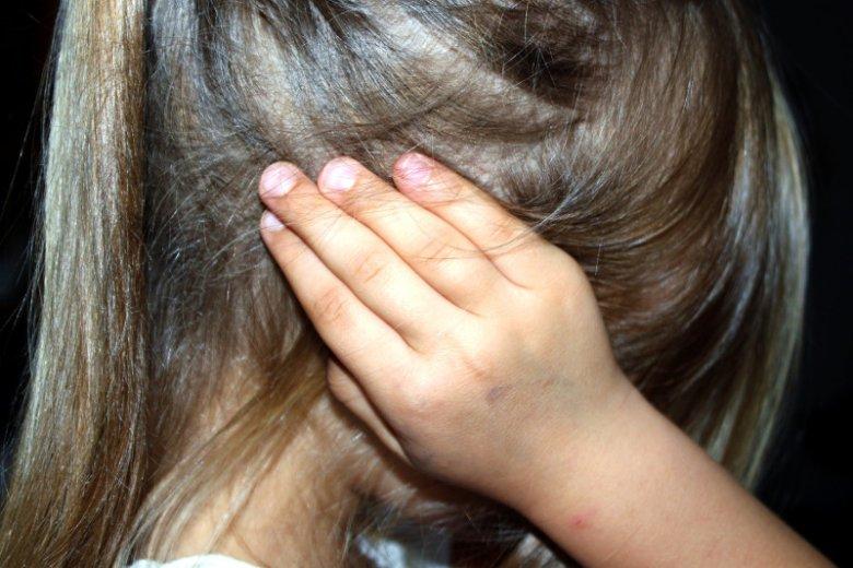 Wielu dorosłych nie może zapomnieć o traumie z dzieciństwa