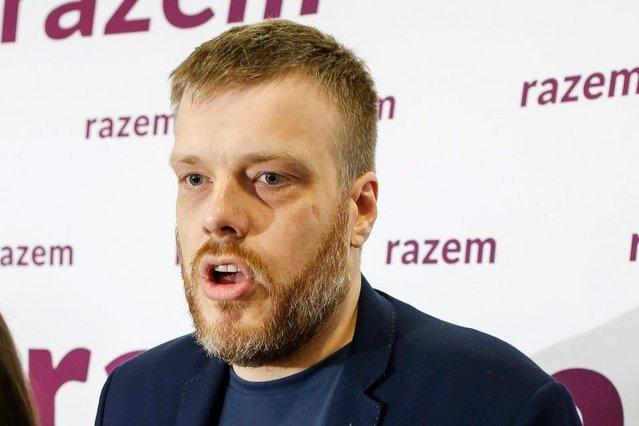 Adrian Zandberg lider Partii Razem robi wszystko, aby wzmocnić partię, a tu taka wpadka poznańskiego działacza.