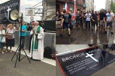 """Przed Teatrem Rozrywki w Chorzowie zebrali się protestujący przeciwko wystawieniu spektaklu """"Klątwa""""."""