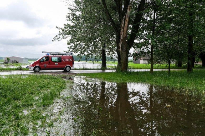 Na Lubelszczyźnie woda odcięła kilka miejscowości, tymczasem według synoptyków to jeszcze nie koniec opadów.