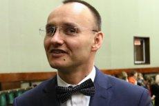 57 senatorów za, 26 przeciw – przy czwartym podejściu ostatecznie udał się wybór Rzecznika Praw Dziecka. Głosami PiS na to stanowisko został wybrany Mikołaj Pawlak.