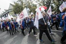 Głównym postulatem nauczycieli jest zwiększenie pensji zasadniczej o 1000 zł. Bez tego nie ma mowy o odstąpieniu od strajku.