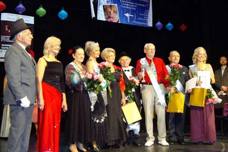 W Poznaniu odbyły się piąte Wybory Miss i Mistera Trzeciej Młodości. Na zdjęciu (od lewej) m.in.: Mister 2011 Stanisław Sobczak, Miss 2011 Emilia Landskowska, II Vice Miss 2012 Romana Raba i Miss 2012 Jagoda Jarzyna.