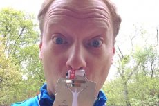 Maciej Stuhr nie zostawia suchej nitki na Jacku Sasinie, krytykującym ideę maratonów.