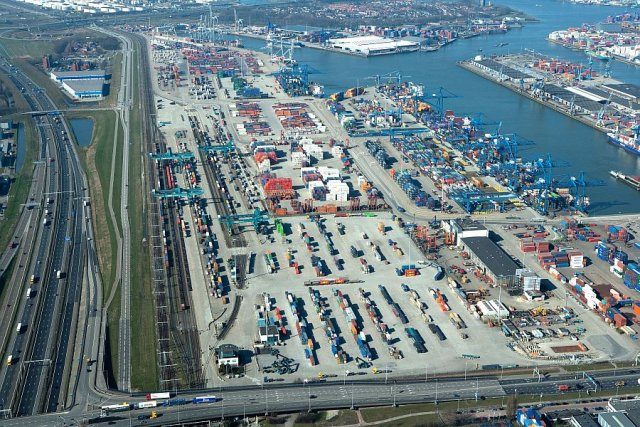 Port Rotterdam to jeden z największych węzłów logistycznych na świecie. Budowa portu przeładunkowego pod Łodzią pozwoliłoby na stworzenie podobnego centrum opartego o transport intermodalny
