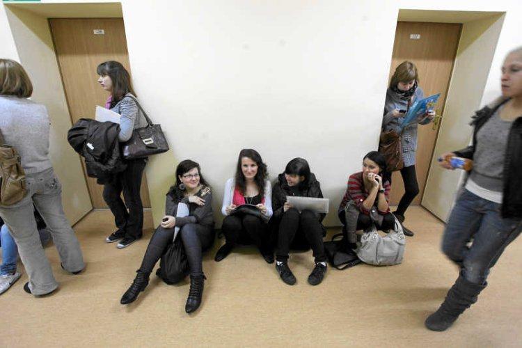 Studenci spotykają się z wykładowcami