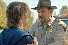Komendant Jim Hopper przeszedł ogromną przemianę, nie zawsze był przykładnym policjantem.