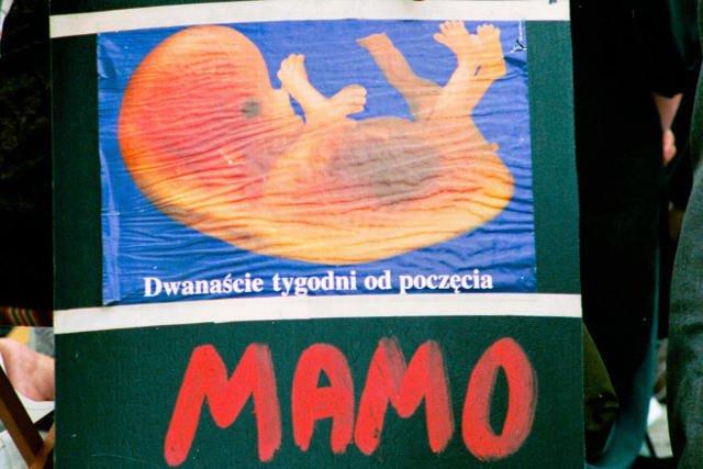 Kobiety w całej Polsce protestują przeciwko projektowi zakładającemu totalny zakaz aborcji