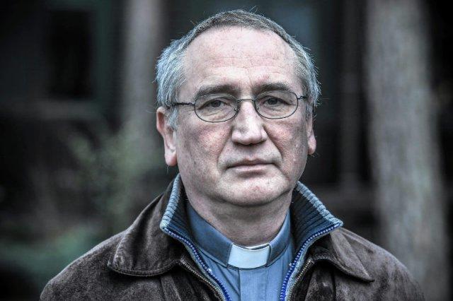 """""""Czas uderzyć pięścią w stół"""" – napisał jezuita ks. Wojciech Żmudziński, w dosadnych słowach przypominając, na czym polega wiara."""