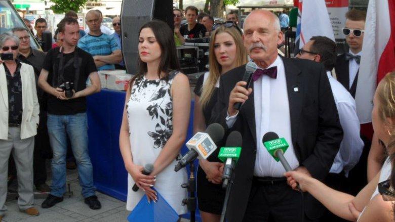 Janusz Korwin-Mikke podczas ostatniej konferencji prasowej przed ciszą wyborczą. Częstochowa.