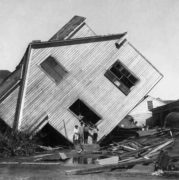 Straty po huraganie Galveston wyliczone na 605 mln obecnych dolarów.