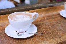 """Cappucino – napój kawowy, którzy kochają amatorzy """"małej czarnej"""" pod każdą szerokością geograficzną. Nowoczesne ekspresy potrafią zadbać o to, by zostało ono zaparzone nie gorzej od wytrawnego baristy z krwi i kości."""