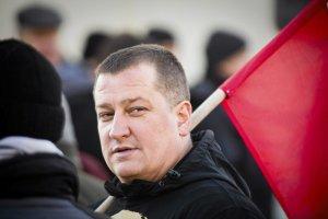 Radny Paweł Myszkowski podczas marszu ONR w Hajnówce w lutym 2016 roku