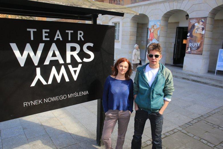 """Aldona Machowska i Adam Sajnuk, szefowie Teatru WARSawy przed siedzibą swojego """"dziecka"""""""