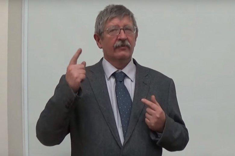 Stanisław Krajski uważany jest za eksperta w dziedzinie etykiety.