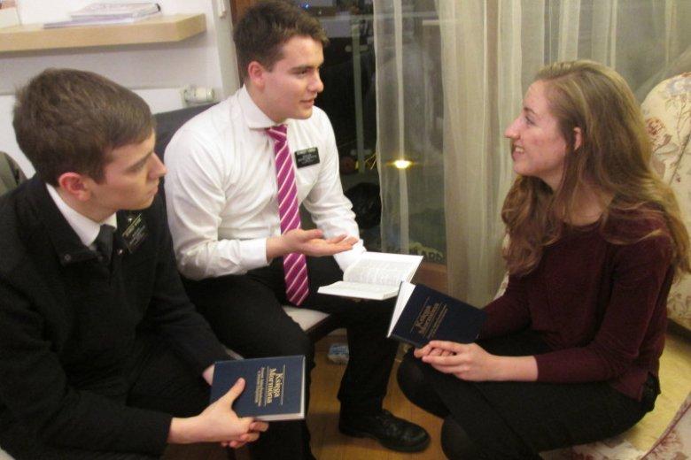 Misjonarze mormońscy to młodzi ludzie, którzy przyjechali do Polski mówić o Zbawicielu. Spędzają tu dwa lata, a nasz kraj staje się ich drugim domem.