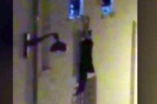 Kobieta, która wisiała za oknem klubu Bataclan szczęśliwie przeżyła zamach. Podobnie, jak mężczyzna, który jej pomógł.