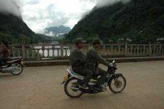 Most nad rzeką Mekong w Laosie