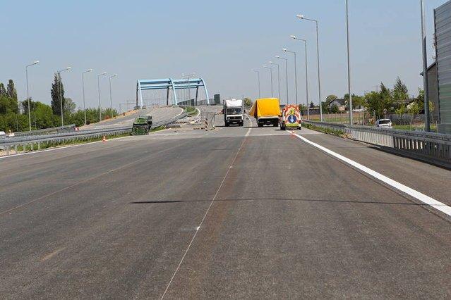 Zmagania drogowców, aby na czas oddać odcinek autostrady A2 od Konotopy do Pruszkowa były ciekawsze od niejednego meczu turnieju. Ostatecznie udało się dzięki wprowadzeniu specjalnych przepisów zapewniających przejezdność na EURO2012