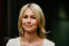 """Magdalena Ogórek jest m.in. prowadzącą programu """"Studio Polska"""" w TVP Info."""