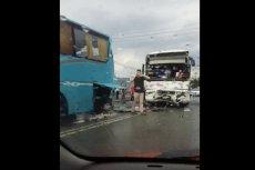 Do groźnego wypadku z udziałem dwóch autokarów z dziećmi doszło w pobliżu miejscowości Rusiec w województwie łódzkim.
